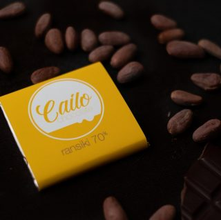 For our next chocolate maker interview, we're delighted to catch up with Cailo Chocolate from Perth, WA.   And how exciting their newly released Ransiki 70% bar (that we featured in our May subscription boxes) just won gold🥇 at the Perth Food Awards 2021.⠀ .⠀ .⠀ .⠀ This Ransiki bar has a very creamy mouth feel & also provides a variety of interesting fruit, nut and honey aromas. Read the full interview [LINK IN BIO]   A massive thank you to Mark & Simona for taking the time!